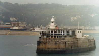 Photo of Lighthouse and Café, Prince of Wales Pier.